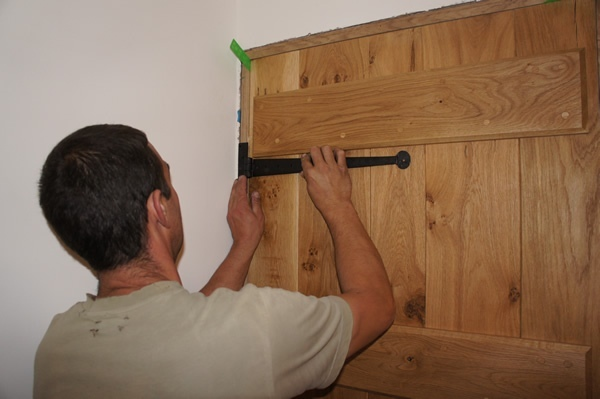 How To Fit An Oak Door. fitoakdoor & How To Fit An Oak Door - Peak Oak