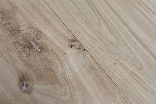 unfinished-rustic-grade-16mm-engineered-oak-flooring-knot-collection-close-up