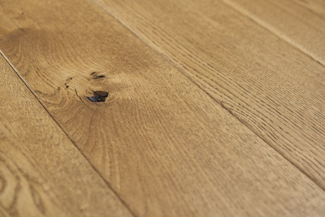 character-grade-solid-oak-flooring-close-up