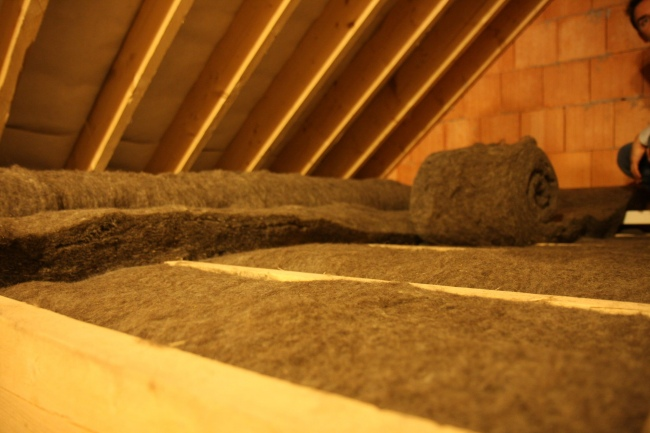 sheep-wool-insulation-comfort-roll-attic