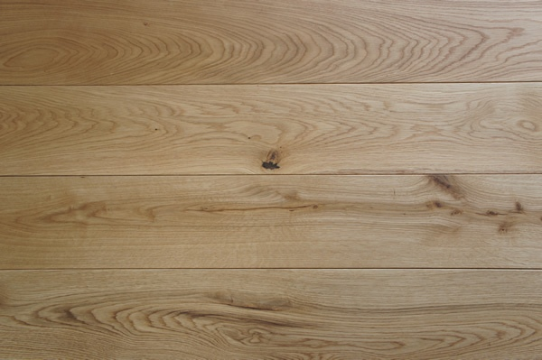 Pre-finished Character Grade Solid Oak Flooring