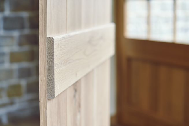 shropshire-solid-oak-door-ledge-close-up