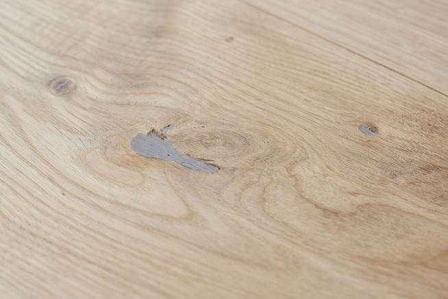 unfinished-rustic-grade-square-edge-engineered-oak-flooring-close-up-knot