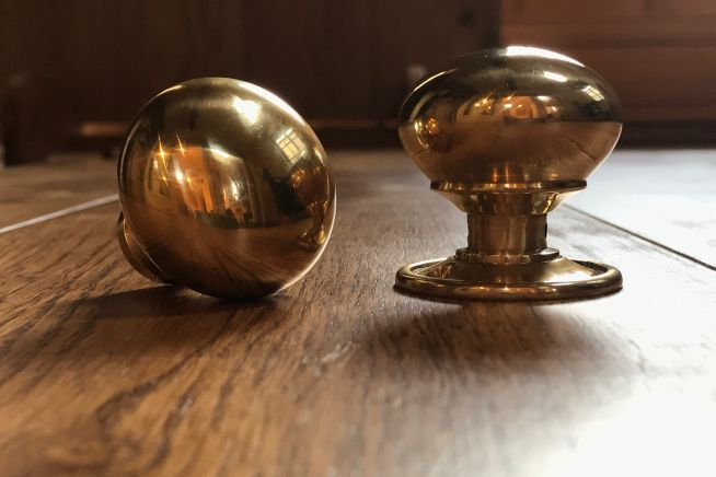 cottage-knob-polished-brass