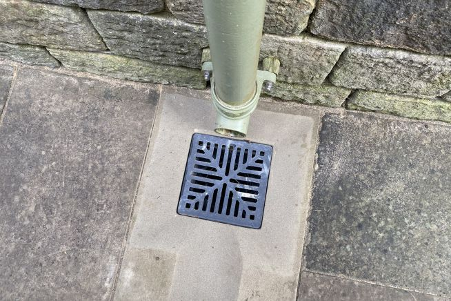 gully-grid-drain-top