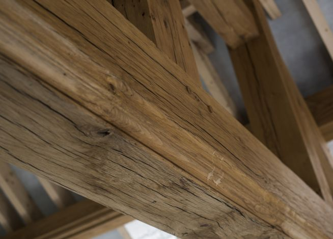 oak-beam-trusses-close-up