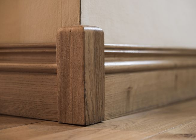 solid-oak-corner-block-close-up