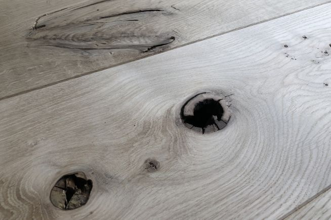 barn-grade-solid-oak-flooring-hole