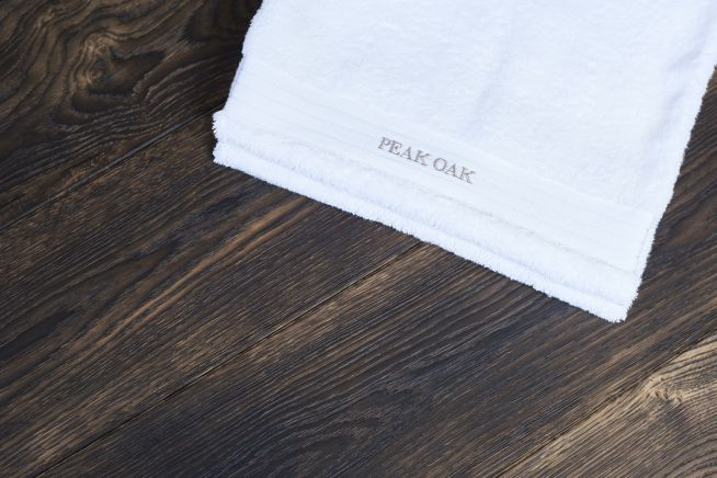 heavy-distressed-oak-flooring-towel