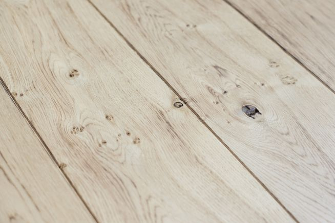 light-distressed-oak-flooring-close-up