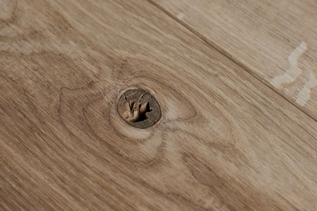 mansion-grade-14mm-solid-oak-flooring-knot