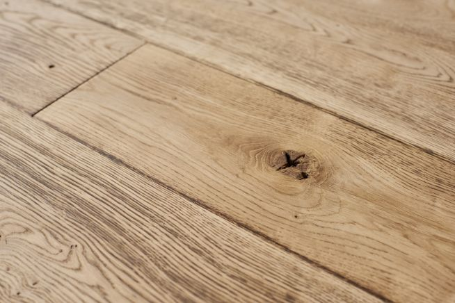 medium-distressed-oak-flooring-close-up-knot