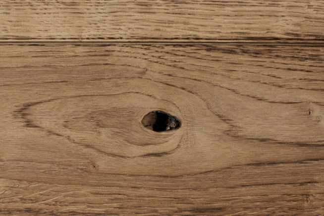 medium-distressed-oak-flooring-knot
