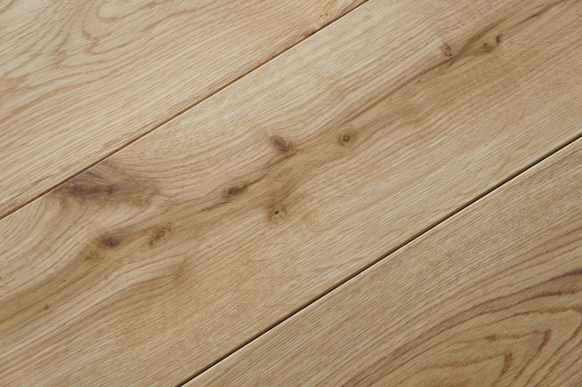 prefinished-character-grade-solid-oak-flooring-close-up