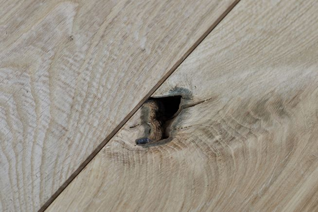 unfinished-rustic-grade-solid-oak-flooring-hole