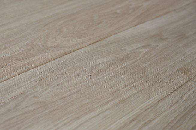 unfinished-prime-grade-oak-flooring-angled