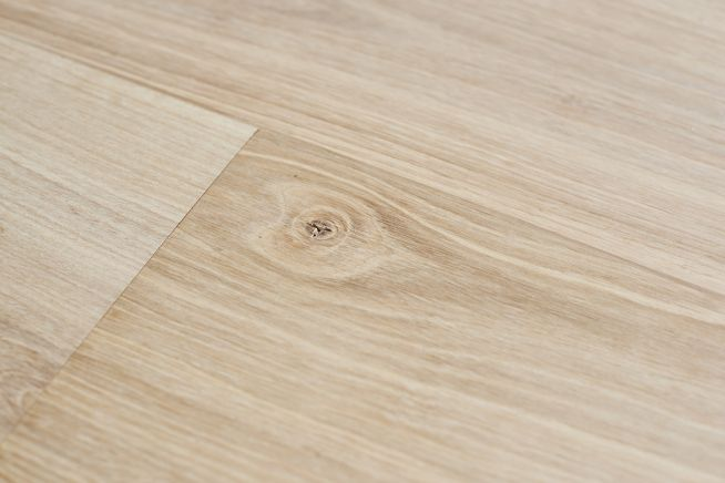 unfinished-select-grade-oak-flooring-knot